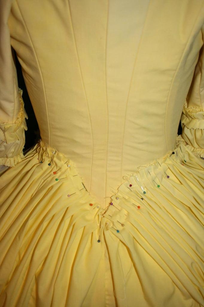 tuto : Robe  anglaise retroussée partie XII: les plis