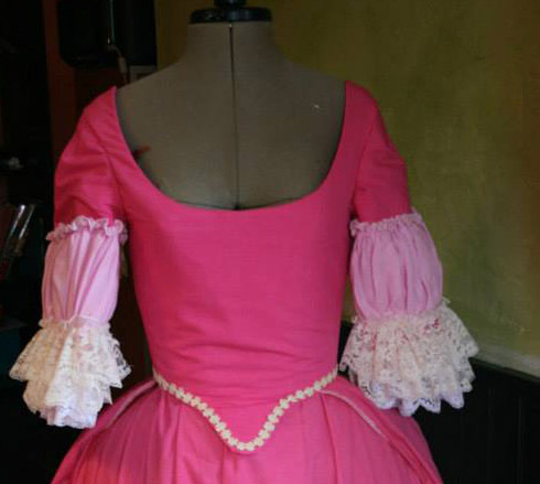 projet: Robe circassienne 1780: le corsage