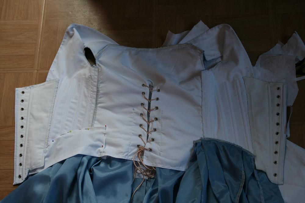 Le projet: robe à la française  1770: retouche dernière minute