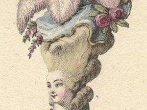 de femmes du XVIIIe siècle coiffées de cheveux en « échelle de boucles », rubans, plumes, fleurs, bijoux ... En savoir plus sur http://www.paperblog.fr/1670632/deux-coiffures-du-xviiie-siecle/#2Lats6uGOGDubuDb.99