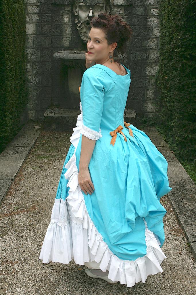 Les robes 1780 (circassienne,anglaise retroussée polonaise, polonaise et suédoise) le shooting