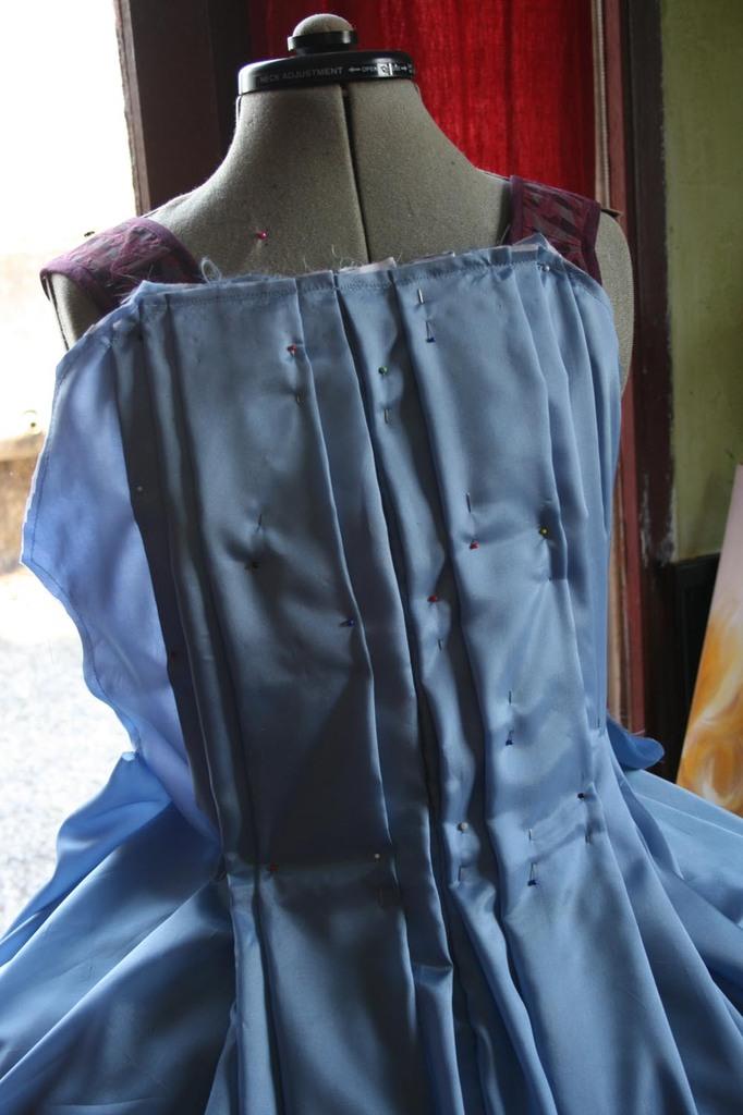 Le projet: Robe à la française: le manteau partie dos